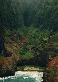 Na Pali coast, Hawaii. I've been here!!! So beautiful
