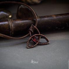 Купить Трикветр - медный кулон с фианитом - бордовый, трикветр, символ, кулон…