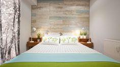 Dormitorio Cálido Y Luminoso Con Ambiente Natural   Pared De Cabecero