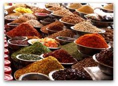 Indian cuisine incorporates a variety of aromatic spices. The spices are used in abundance in Indian curries, bringing rich flavors to the meal. Spice Blends, Spice Mixes, Spice Jars, Indian Food Recipes, Healthy Recipes, Ethnic Recipes, Free Recipes, Healthy Food, Spices And Herbs