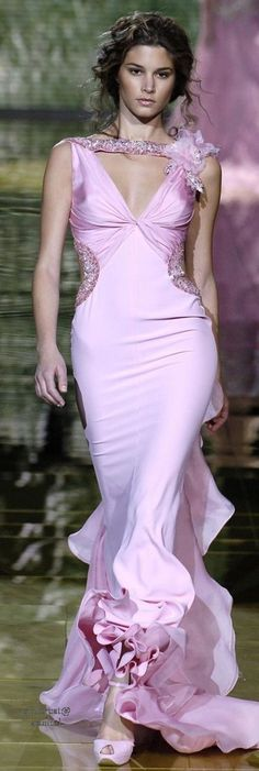 Elie Saab Spring 2006 Couture Fashion Show - Marija Vujovic Pink Fashion, Couture Fashion, Runway Fashion, Fashion Show, Fashion Design, Beautiful Gowns, Beautiful Outfits, Elie Saab Spring, Color Rosa