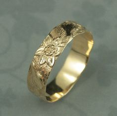 Solid 14K Gold Signs of Spring Ring--Gold Floral Patterned Wedding Band in Solid 14K Yellow Gold--Gold Flower Ring--Daffodil--Made to Size