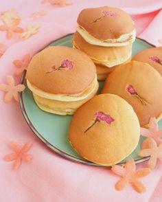 「桜どら焼き♡カスタードサンド」上岡麻美 | お菓子・パンのレシピや作り方【corecle*コレクル】