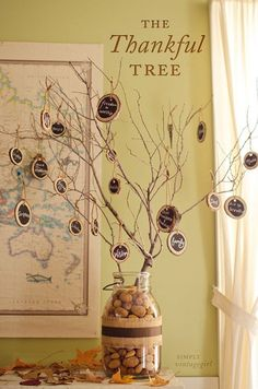 Thankful Tree. Ideas for Thanksgiving. Thanksgiving Ideas. DIY Thanksgiving Tree. Gratitude. Thanksgiving.  Via Simply Vintage Girl.