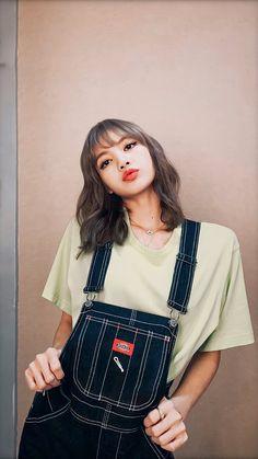 Hi lisa manoban! Blackpink Lisa, Jennie Blackpink, Lisa Chan, Blackpink Concert, Concert Outfits, Rihanna Outfits, Blackpink Fashion, Korean Fashion, Kpop Girl Groups