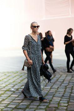 really cute casual dress [stockholm street style] Fashion Mode, Look Fashion, Womens Fashion, Net Fashion, Street Fashion, Fashion Trends, Look Street Style, Street Chic, Street Wear