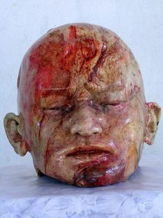 Human head displayed for the shoppers