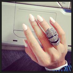Nude nails , pointy nails , Melody Ehsani ring #nanasblog.be