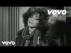 Whitney Houston - I Wanna Dance With Somebody (+afspeellijst) 80s Songs, 80s Music, Dance Music, Good Music, Music Hits, Whitney Houston, Nostalgia, Jukebox, The Voice
