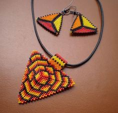 Design for second face of my Kaleidocycle. Neon Pink, Neon Orange, Pale Pink Pearl and Dusky Rose size 11 Toho beads. Bead Jewellery, Seed Bead Jewelry, Beaded Jewelry, Triangle Pattern, Bead Embroidery Jewelry, Beaded Embroidery, Peyote Patterns, Beading Patterns, Bead Weaving
