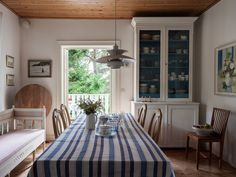 Scandinavian Countries, Scandinavian Interior, Country House Interior, Cottage Homes, Home Fashion, Kitchen Dining, House Ideas, Cabin, Windows