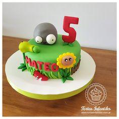 Torta de Zombies vs Plantas - www.facebook.com/Tortas.Infantiles.Web/ Zombie Birthday Cakes, Zombie Birthday Parties, Zombie Party, Zombies Vs, Plantas Versus Zombies, Drip Cakes, Cakes And More, Yummy Cakes, Cake Designs