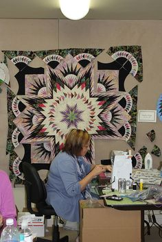 Student working on Glacier Star at Quiltworx Retreats