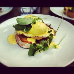 This chick, Laura, is on the hunt for the best bene in and around Auckland. Gotta try them all!