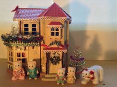 Sylvanian families willow hall decorated for Xmas (inc lights) fully furnished