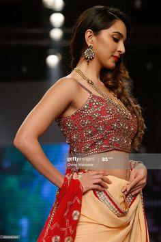 Bollywood Actress Hot Photos, Tamil Actress, Bollywood Celebrities, Most Beautiful Indian Actress, Beautiful Actresses, Kaira Advani, Kiara Advani Hot, Indian Navel, Stylish Girls Photos