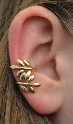 This is a beautiful Greek Leaves ear cuff to add to your collection. It is a non pierced ear cuff for the mid-ear. We only use the highest quality of sterling silver and 14k gold vermeil.