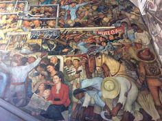 Los murales de Palacio Nacional fueron pintados por Diego Rivera, entre 1929 y 1951, las obras narran con una extraordinaria síntesis e iconografía periodos significativos de la historia de México.
