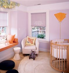 Love the idea of a round crib - but I think you would have to make your own sheets to fit... WAY too much work.