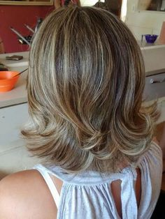 Luscious Layered Haircuts and Hairstyles For Women In 2019 - Page 8 of 26 - Dazhimen Medium Layered Haircuts, Medium Hair Cuts, Short Hair Cuts, Medium Hair Styles, Curly Hair Styles, Hair Layers Medium, Haircuts For Long Hair, Bob Hairstyles, Haircut Short