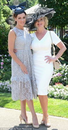 BBC newsreader Sally Nugent and weather presenter Carol Kirkwood made for a very stylish pair Carol Kirkwood, Bbc Presenters, Tv Girls, Sexy Older Women, Sexy Women, Special Occasion Outfits, Estilo Fashion, Outfits With Hats, Lingerie Collection