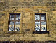 FÜRSTENZUG - 100m tiled wall made out of Meissen porcelain. Der Fürstenzug in Dresden ist ein überlebensgroßes Bild eines Reiterzuges, aufgetragen auf rund 23.000 Fliesen aus Meißner Porzellan. Das 102 Meter lange, als größtes Porzellanbild der Welt geltende Kunstwerk stellt die Ahnengalerie der zwischen 1127 und 1904 in Sachsen herrschenden 35 Markgrafen, Herzöge, Kurfürsten und Könige aus dem Geschlecht des Fürstenhauses Wettin dar.  Der Fürstenzug befindet sich in der Augustusstraße…