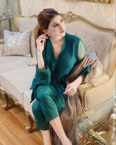 Beautiful Pakistani Dresses, Pakistani Dresses Casual, Pakistani Bridal Dresses, Pakistani Dress Design, Casual Dresses, Pakistani Fashion Party Wear, Indian Fashion Dresses, Girls Fashion Clothes, Stylish Dresses For Girls