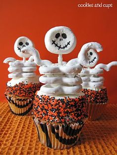 Skeleton cupcakes-Lots more ideas on this blog!