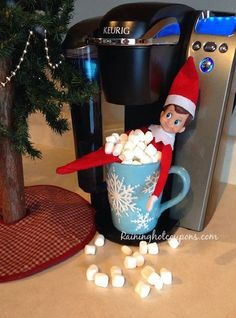 15 Easy and Fun Elf on the Shelf ideas that are so creative and fun! Looking for easy elf on the shelf ideas this season? Christmas Elf, All Things Christmas, Christmas Ideas, Office Christmas, Christmas Parties, Christmas 2017, Christmas Crafts, Christmas Decorations, Le Blog De Vava