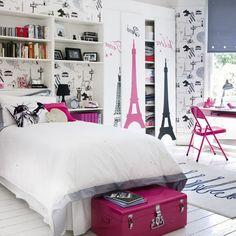 Ben jij een meisje dat van Parijs houdt. Dan is dit de perfecte kamer voor jou ! Plak foto's van Parijs in je kamer en muurstickers van de Eiffeltoren in je kamer . Op je kast op de rand van je bed en boven je bed boven je bureau en Viola ! Kies ook een leuk kleurtje verf voor in je kamer of mooi behangpapier ... En Klaar dan heb je de mooiste kamer van het land !!!