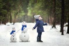 Коллекция фотоидей! 2 снеговика или 2 больших куклы, а может быть 2 чучела? Тема для детской съемки! Автор: Ксения Ш.