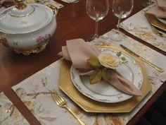 Jogo Americano Floral Amarelo  Composto por: 8 lugares americanos, confeccionados com tecido de gorgurão (70% algodão e 30% poliester), medindo 50 x 35 cm.  Temos à venda na loja os guardanapos e os porta - guardanapos.  Imagens meramente ilustrativas. R$ 148,00