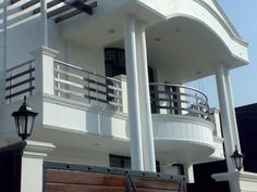 Outdoor Balcony Railings – Outdoor Balcony Railings Exporter … - All About Balcony Balcony Grill Design, Balcony Railing Design, Roof Design, Deck Stair Railing, Railing Ideas, Steel Railing Design, Metal Railings, Balustrade Balcon, Bungalow Haus Design