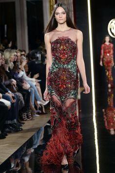 Валентин Юдашкин представил коллекцию роскошных платьев на Неделе моды в Париже (Сочетание черного и красного – беспроигрышный тренд нового сезона)