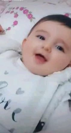 Cute Baby Twins, Cute Kids Pics, Cute Little Baby Girl, Cute Baby Girl Pictures, Cute Funny Baby Videos, Cute Funny Babies, Cute Kids Photography, Newborn Photography, Funny Baby Memes