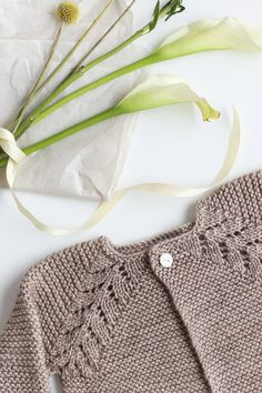 Lovely Knit Top Down Cardigan Baby Sweater - Flax & Twine Knit Cardigan Pattern, Knitted Baby Cardigan, Knit Baby Sweaters, Sweater Patterns, Baby Knitting Patterns, Knitting For Kids, Knitting Ideas, Baby Patterns, Hand Knitting
