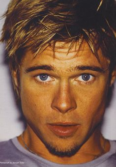 young Brad Pitt, you can see his face clearly Junger Brad Pitt, Beautiful Boys, Gorgeous Men, Brat Pitt, Brad Pitt Photos, Brad Pitt And Angelina Jolie, Young Brad Pitt, Brad Pitt Hair, Z Cam