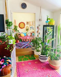 New stylish bohemian home decor and design ideas - Bohemian Living Rooms Bohemian House, Bohemian Living, Bohemian Style Home, Hippie Home Decor, Bohemian Interior, Bohemian Studio, Bohemian Design, Glam Living Room, Beautiful Living Rooms
