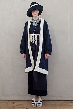 DOUBLE MAISON Japan Fashion, Look Fashion, Fashion Outfits, Fashion Design, Traditioneller Kimono, Japanese Lifestyle, Traditional Japanese Kimono, Modern Kimono, Kimono Design