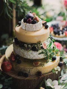 L'inspiration pour un mariage : la pile de fromage façon gâteau. Le rêve de tout inconditionnel de fromage !