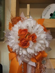 idea for homecoming mum; trend-- flowers in mum center