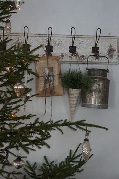 Dekoration zu Weihnachten Decoration for Christmas Swedish Christmas, Natural Christmas, Merry Little Christmas, Primitive Christmas, Scandinavian Christmas, Christmas Love, Country Christmas, All Things Christmas, Winter Christmas