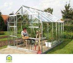 Serre de jardin en verre URANUS. Dimensions : 2,57m x 3,83m.