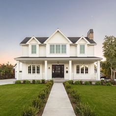 White farmhouse exterior ideas modern farmhouse exterior design ideas leave a comment a simple farmhouse informs White Farmhouse Exterior, Farmhouse Plans, Farmhouse Design, Rustic Farmhouse, Farmhouse Style, Southern Farmhouse, Farm Plans, Rustic Exterior, Cabin Plans