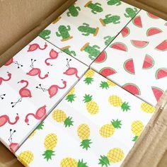 Yay! De postkaarten zijn binnen! Zo mooi 💗🍉🍍🌵 Nu nog wachten op de groene en roze enveloppen! #flamingo #watermelon #ananas…