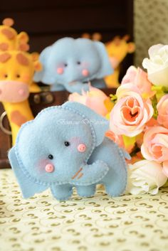 cute cute cute. felt elephants. There's also hippos, giraffes and lions.