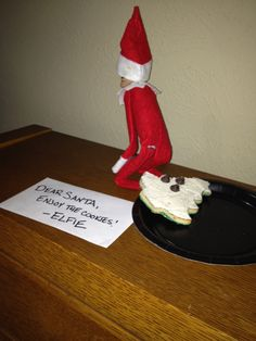 So THAT'S how Santa's cookies got decorated...