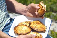 Tuis oudtydste jaffels Braai Recipes, Barbecue Recipes, Beef Recipes, Cooking Recipes, Savoury Recipes, Kos, Turnover Recipes, Slow Cooker Breakfast, South African Recipes