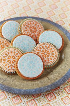 Some Moroccan fun colourful Tile Cookies! - I'm not sure mine will be that beautiful. Galletas Cookies, Iced Cookies, Cupcake Cookies, Biscuits, Food Artists, Filling Food, Indian Desserts, Edible Art, Fabulous Foods