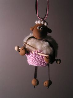 knitting sheep polymer clay pendant by www.boutonsbobines.com